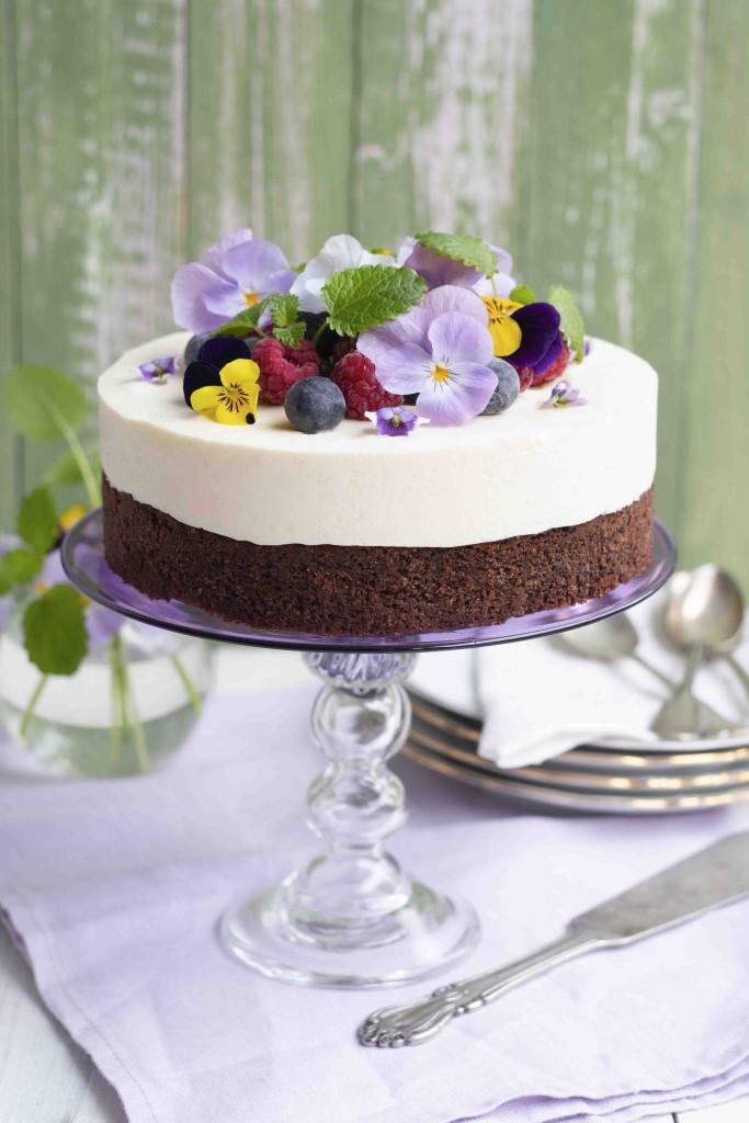 Vanilj- och violmoussetårta2